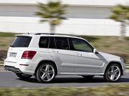 Mercedes Benz GLK. Штутгартский GLK, похоже, борется за звание самого агрессивного кроссовера. После недавнего рестайлинга он хоть и сгладил несколько углов, но милее не стал. Немцы предлагают очень широкий выбор двигателей, но в России пока доступны только бензиновые варианты GLK 300 и 350. За 250 лошадиных сил просят 1 890 000 рублей, а за 300 – 2 390 000 рублей.