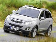 Opel Antara и Chevrolet Captiva остаются главными конкурентами, так как построены они на одной платформе, да и оснащаются одинаковыми моторами с трансмиссиями. Главное отличие – Antara чуть компактнее и продается только в пятиместном варианте. «Антару» в начальной комплектации Enjoy можно купить либо с 2,4-литровым 170-сильным бензиновым двигателем на «ручке» (от 1 020 000 рублей) или на «автомате» (от 1 060 000 рублей), либо с 2,2-литровым 1648209;сильным турбодизелем на «механике» (от 1 060 000 рублей). Дизель с «автоматом» возможен только в комплектации Cosmo за 1 215 000 рублей. Самая дорогая Antara -- V6 (249 cил) за 1 258 000 рублей.