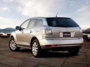 """После появления 2,58209;литровой (163 лошадиных силы) переднеприводной версии начальная цена на Mazda CX8209;7 упала до 1,130 миллиона рублей. Такие машины оснащаются только 58209;ступенчатым «автоматом» и продаются только в комплектации Touring, которая, впрочем, изначально довольно богата. Шесть передач -- привилегия 2388209;сильной полноприводной турбо-модификации. В комплектации Touring такой автомобиль можно купить за 1,285 миллиона рублей. А в версии Sport (плюс «кожаный» салон, электрорегулировка сидений, датчик дождя, 19-дюймовые диски, аудиосистема Bose) Mazda CX-7 стоит 1,427 миллиона рублей. Люк -- опция, доступная только для """"Спорта""""."""
