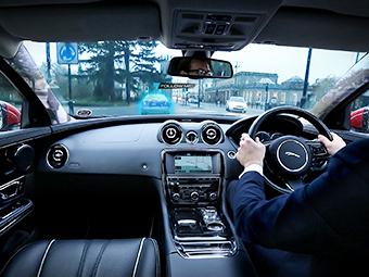 """Jaguar испытывает """"прозрачные"""" кузовные стойки кузова"""