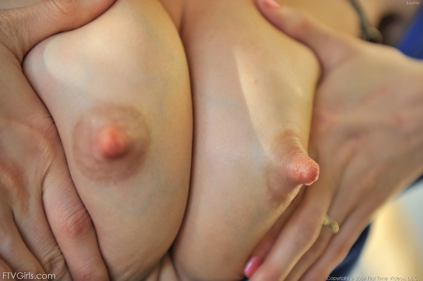 video-porno-stoyachie-soski