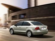 Volkswagen Polo седан совершил маленькую революцию, показав, что бюджетный автомобиль от солидного бренда вовсе не обязательно должен выглядеть убого. Автомобиль предлагается с проверенным временем бензиновым 105-сильным 1,6-литровым мотором, который агрегатируется либо с пятиступенчатой «механикой», либо с «автоматом». Цена самой доступной версии составляет 424700 рублей.