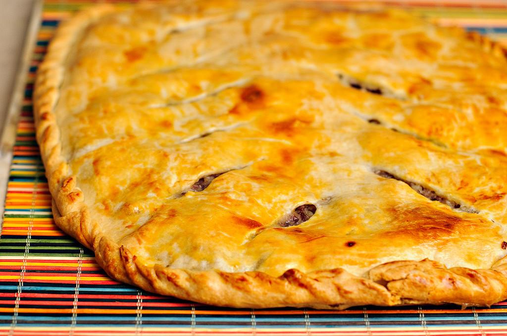 Как приготовить пирог с мясом в мультиварке