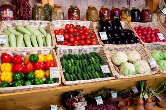 Ресторан Кавказская пленница - фотография 9 - Сезонные овощи и фрукты - все продается.