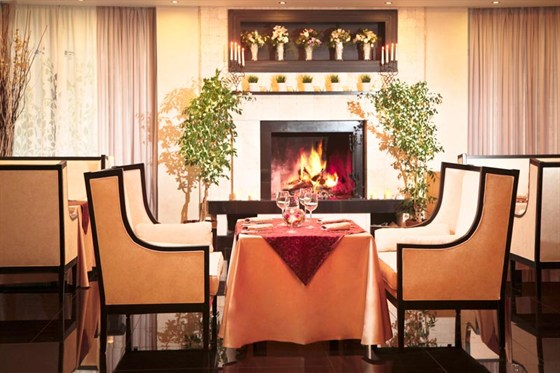 Ресторан Времена года - фотография 7 - Каминный зал
