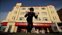 Вышло новое видео Джонни Марра про деньги