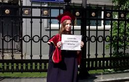 В Москве проходят одиночные пикеты в поддержку фонда «Династия»