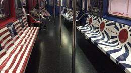 Amazon украсил сиденья нью-йоркского метро нацистской символикой