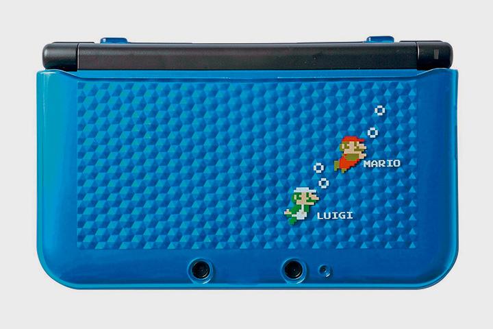 Мариобои покупают специальные версии карманных приставок Nintendo DS