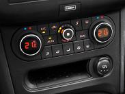 """Климат-контроль на нашей машине """"дурил"""": то жарко, то холодно. Поэтому приходилось ставить распределение потоков вручную – «на стекло и в ноги»."""