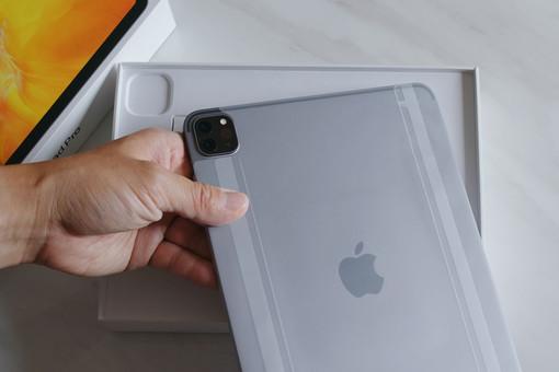 «Айпады» вобмен наоружие: топ-менеджера Apple обвинили вовзятке