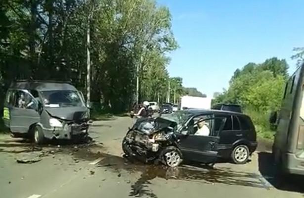 Страшное ДТПнаТормозном шоссе: пострадали четыре человека