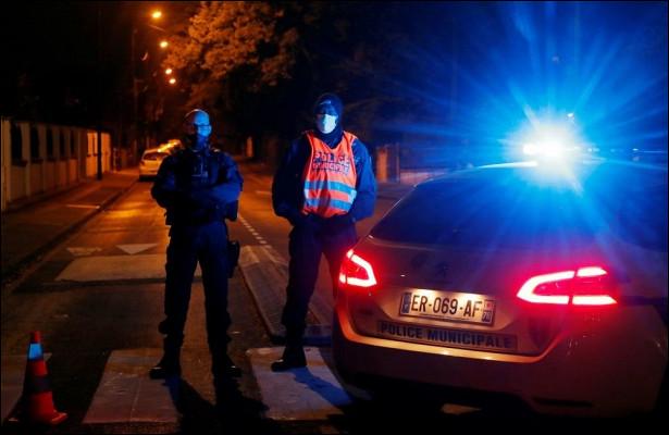 Французы вышли наулицы после зверского убийства учителя