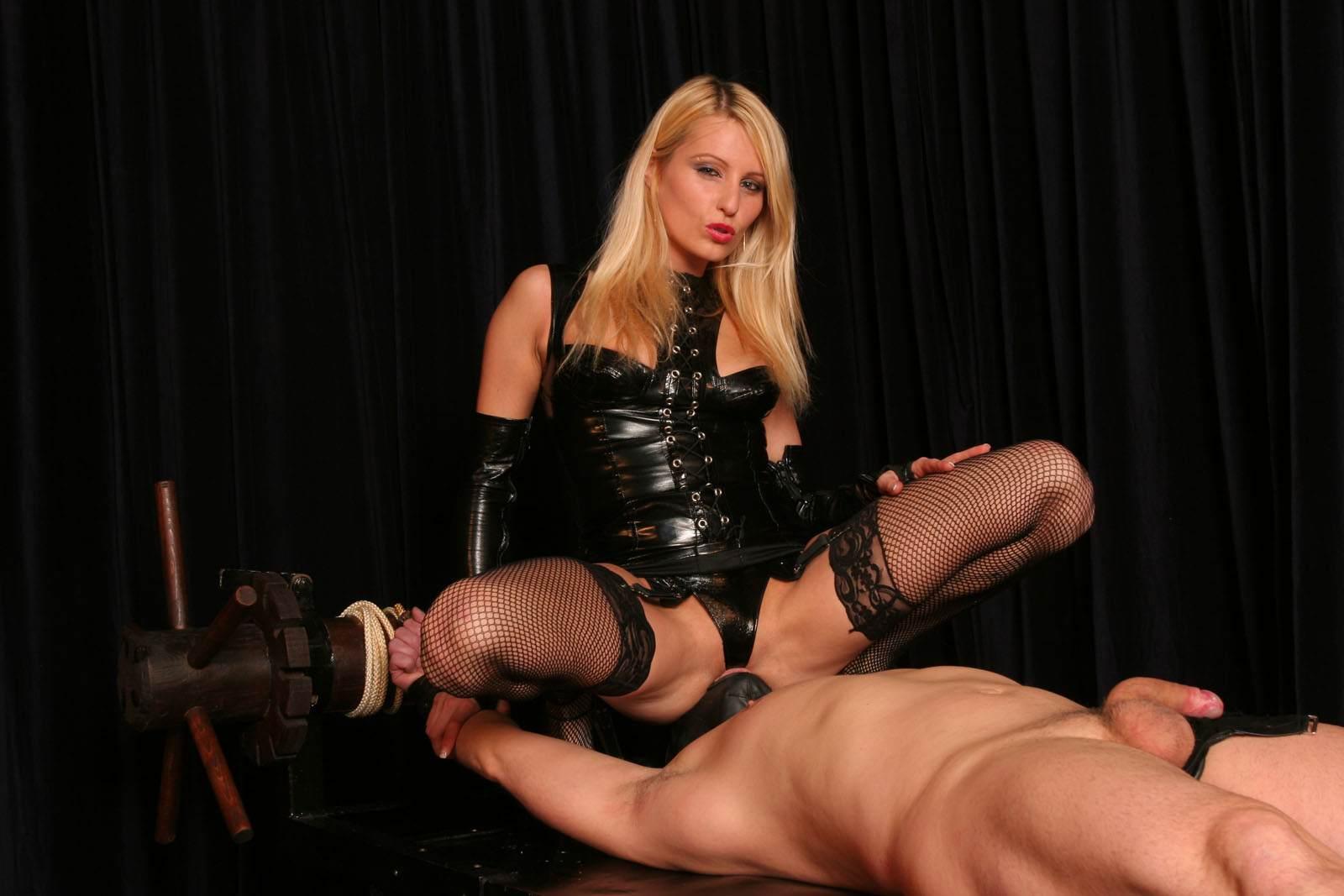 Русское порно как госпожа унижает раба, Русская Госпожа Раб (найдено 51 порно видео роликов) 1 фотография