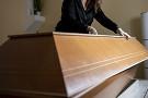 Женщина потратила сотни тысяч рублей нарепетицию собственных похорон