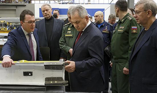 Министр обороны России проверил исполнение гособоронзаказа посозданию беспилотных авиационных комплексов напредприятии «Кронштадт»