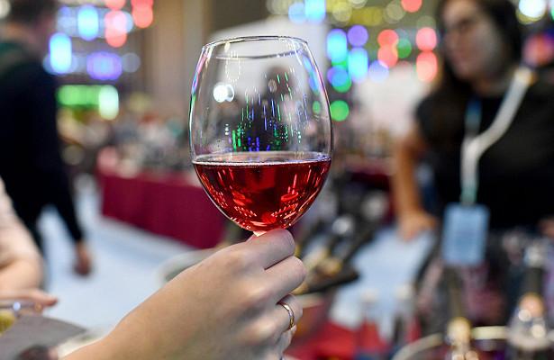 Минсельхоз предложил уничтожать фальсифицированное вино безсуда
