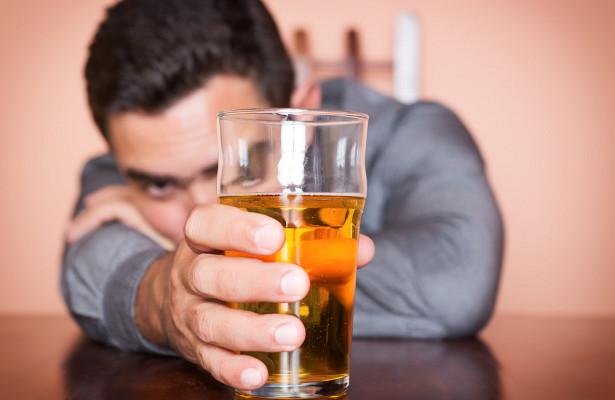 Вкаком возрасте спиртное особенно бьет поздоровью