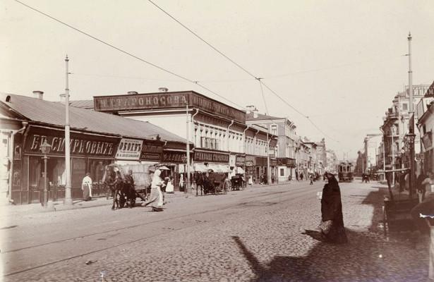 ВЮЗАО открылась мультимедийная выставка старинных фотографий