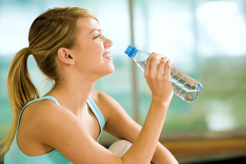 Как быстро скинуть воду из организма