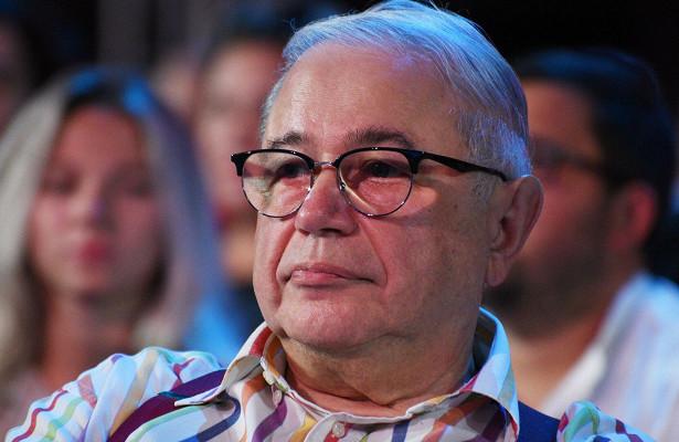 Петросян опубликовал фото подкапельницей