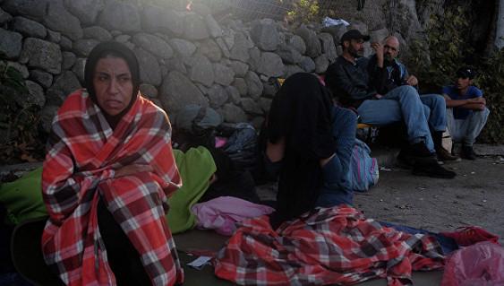Мигрантов эвакуировали изгорящего лагеря вГреции