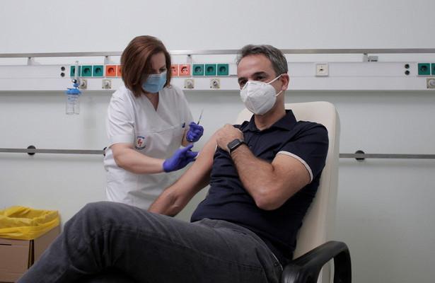 Премьер Греции сделал вторую прививку отCOVID-19