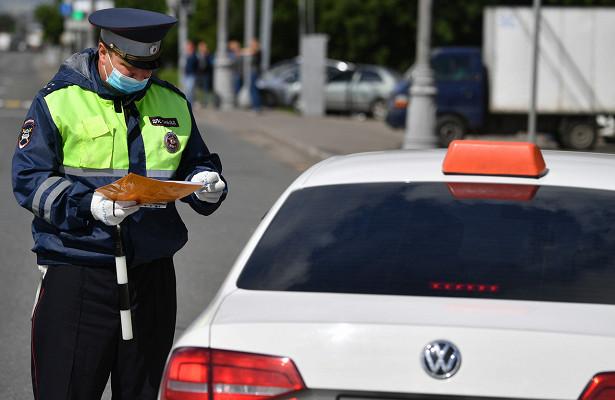 Гаишник заставил водителя нарушить масочный режим