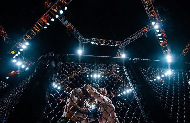 Боец MMA«задушил» соперника допотери сознания