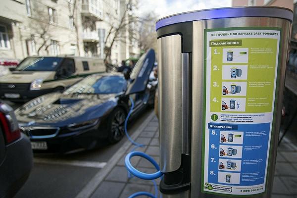 Чемгрозит парковка наместах дляэлектромобилей