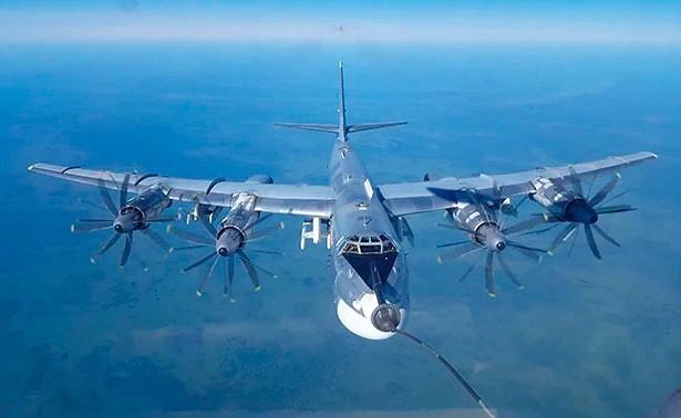 Дозаправка Ту-95МС навысоте 6000метров: кадры полетов стратегических ракетоносцев вАмурской области