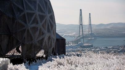 Русский мост воВладивостоке скидывает ледяные оковы
