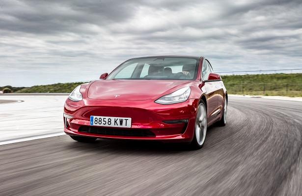 Дилерам запретили продавать Tesla Model 3посамой низкой цене