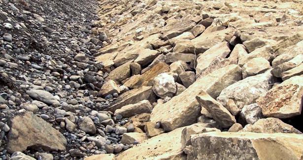 Защита отстихии: ВКыргызстане расчищают русла рекиукрепляют берега