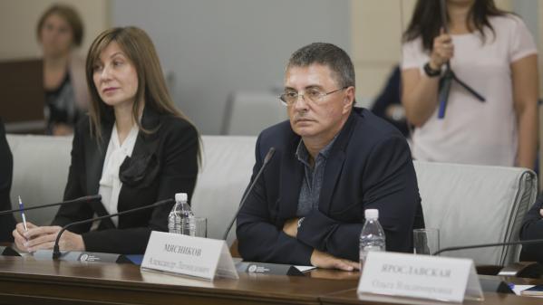 Мясников раскрыл сроки ослабления коронавируса