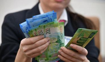 Доллар опустился ниже 56рублей