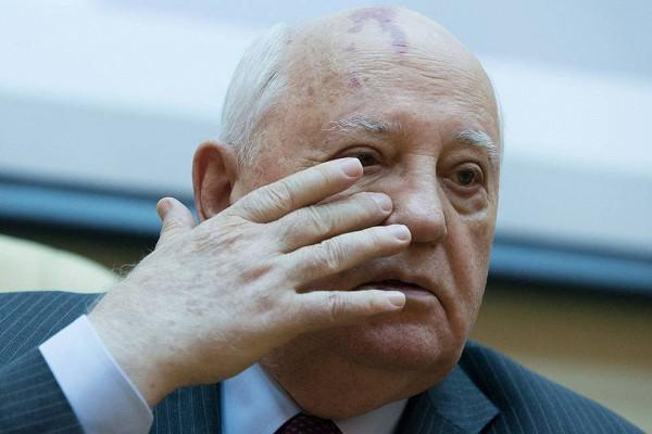 Россия может справиться спадением ценнанефть, заявил Горбачев