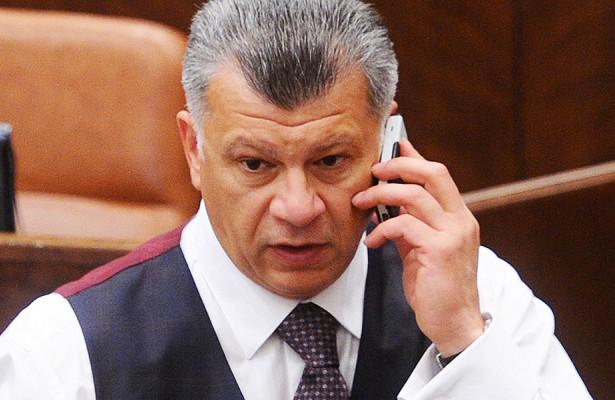 Экс-сенатор иотставной генерал полиции подрались
