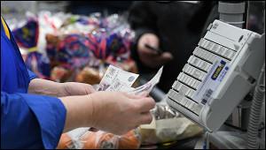 Россияне отказываются отналичных денег