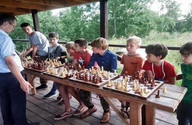 Шахматную веранду длямногодетных построил ученый изНГТУ