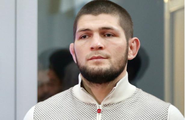 Нурмагомедов улетел изАбу-Даби после боясГэтжи