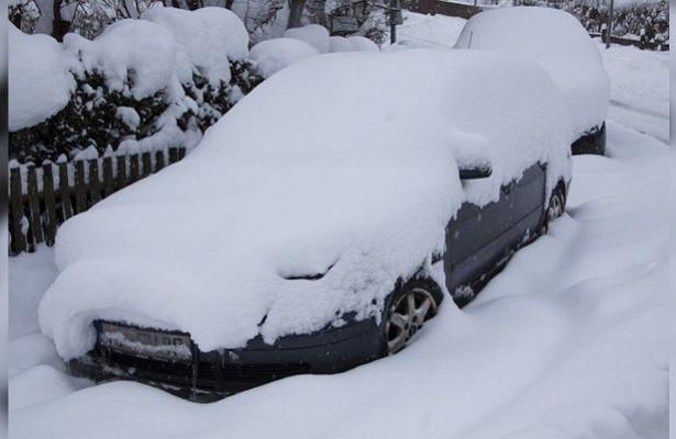 Чемгрозит автомобилю длительная стоянка зимой наулице?