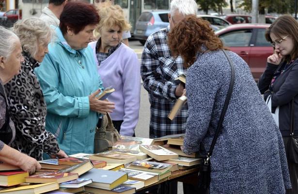 Информативные закладки, библиомаркет илитературный поединок: «Читай, город!» развернулся вВологде