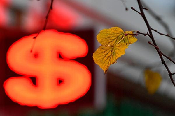Курс доллара рекордно обвалился