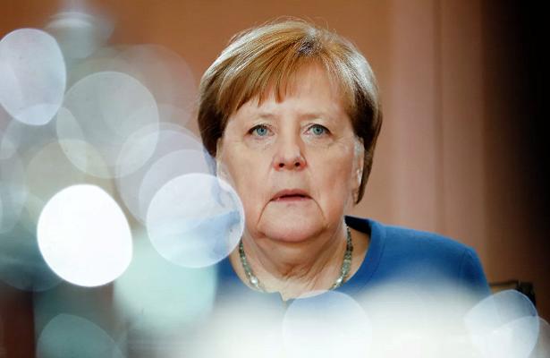 «Меркель приходится нелегко»: немецкий политолог обратился кроссиянам