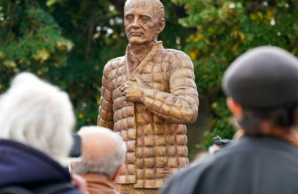 Памятник предателю: завывод войск изГермании Горбачев заслуживает пожизненного заключения