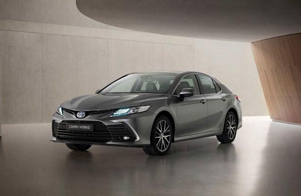 Седан Toyota Camry обновился вЯпонии