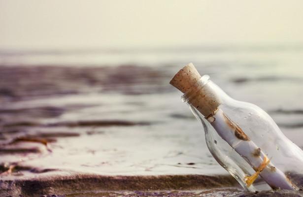 Россиянка нашла наберегу бутылку спосланием