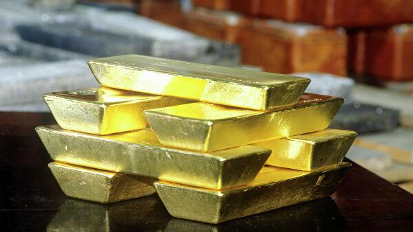 Золото ускорило падение до5% нарисковых настроениях