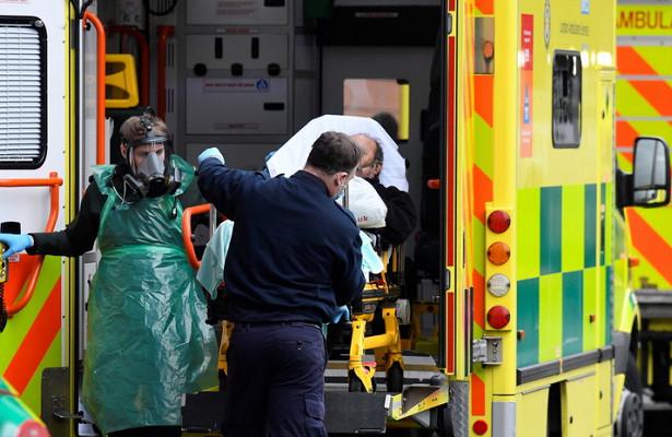ВБритании засутки откоронавируса умерли более 1200 человек